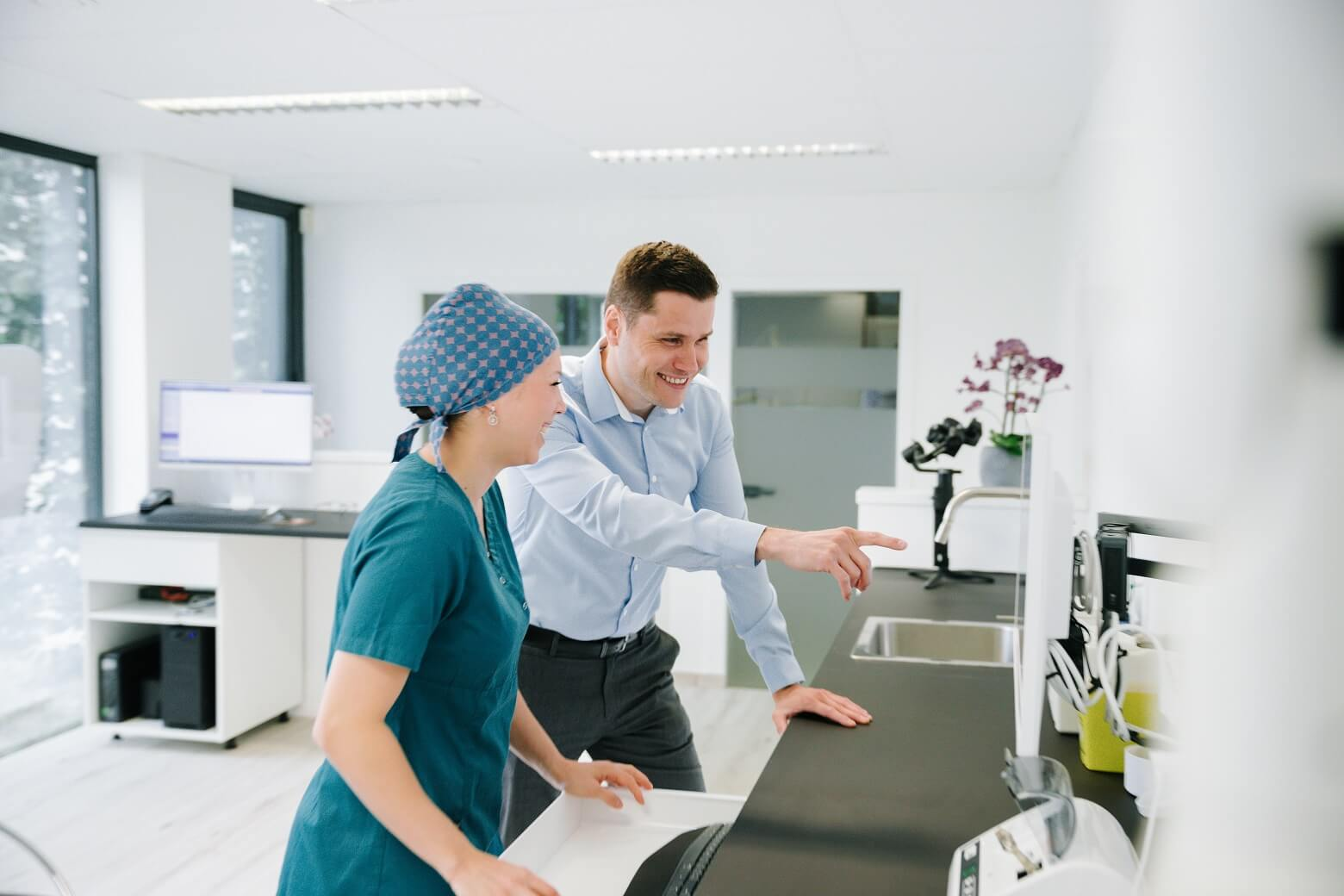 HelpIT-service-informatique-Braine-l-alleud-brabant-wallon-specialiste-cabinet-dentaire-installation-PME-dentistes-aide
